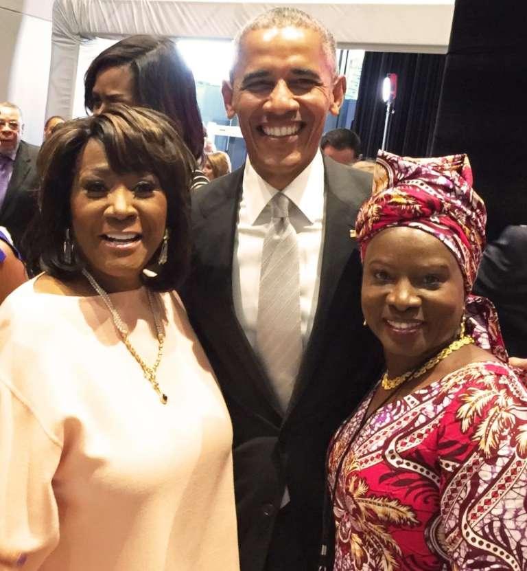 Patti LaBelle et Angélique Kidjo avec Barack Obama, le jour de l'inauguration du musée national afro-américain, le24 septembre 2016, à Washington.