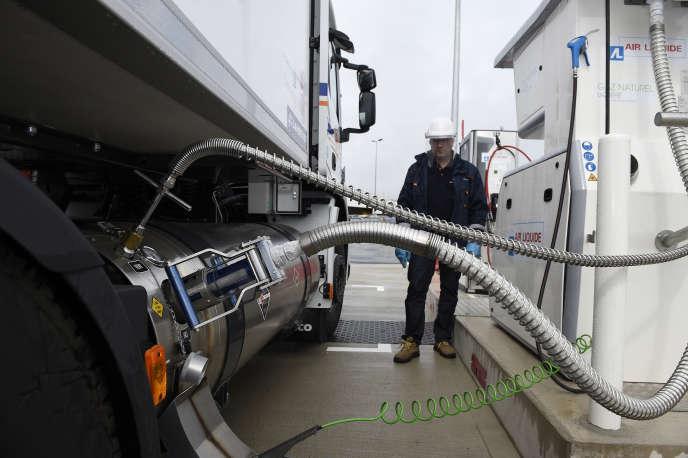 La station-service « multi-énergies», ouverte parAir Liquide fin juin à Fléville-devant-Nancy (Meurthe-et-Moselle) permet aux routiers de faire le plein de leur camion avec du gaz naturel liquéfié.