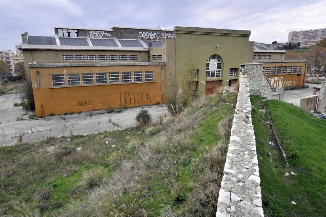 Vue partielle des anciens abattoirs de Marseille, prise le 22 novembre 2011 dans le quartier Saint-Louis, où devait se construire la future grande mosquée de Marseille.