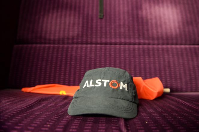 Les responsables politiques ont largement critiqué, mardi 4 octobre au matin, les pistes de sauvetage du site d'Alstom à Belfort qui doivent être détaillées mardi midi. Ce plan devrait prévoir notamment l'achat de rames TGV par l'Etat, destinées à être mises en service sur des lignes Intercités et non des lignes à grande vitesse.