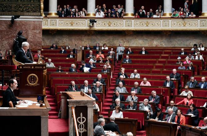 Les élus d'origine ouvrière ont quasiment disparu du Parlement.