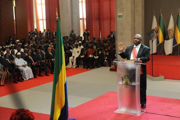 Ali Bongo Ondimba prête serment à Libreville, le 27 septembre 2016.