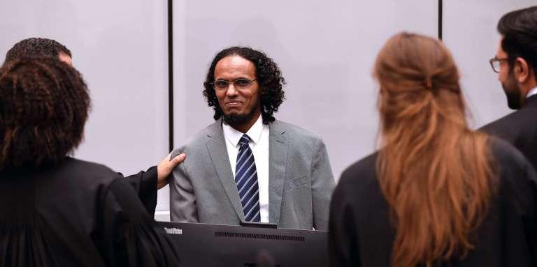 L'ancien djihadiste malien Ahmad Al-Faqi Al-Mahdi devant la Cour pénale internationale (CPI) de La Haye, le 27 septembre.