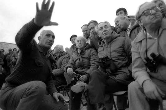 Alors premier ministre , Shimon Peres et le ministre de la défense Yitzhak Rabin assistent à des manoeuvres militaires en 1985.