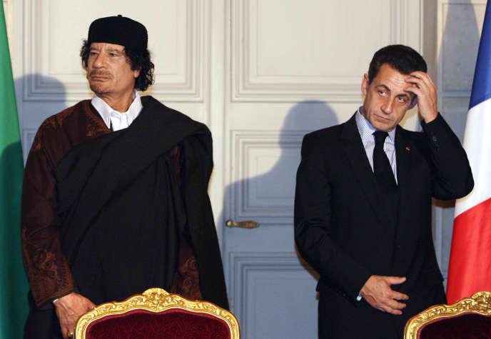 Mouammar Kadhafi et Nicolas Sarkozy, à l'Elysée, en décembre 2007.