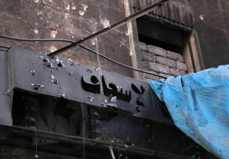 L'entrée des urgences d'un hôpital de campagne après un raid aérien dans le quartier Al-Maadi d'Alep, le 28 septembre.