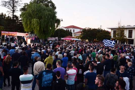 Une manifestation antimigrants sur l'île de Chios, le28septembre2016.