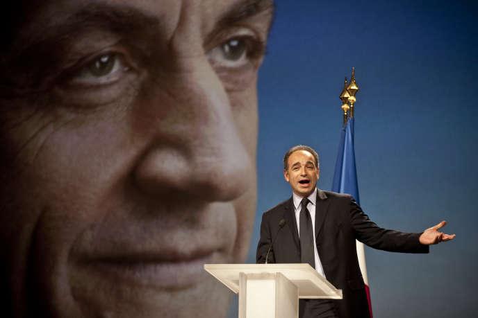 Le secrétaire général de l'UMP, Jean-François Copé, s'exprime à la tribune avant l'arrivée du candidat à l'élection présidentielle, Nicolas Sarkozy, le 19 février 2012 lors de son meeting à Marseille.