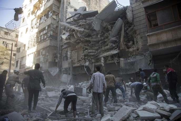 Dans un quartier rebelle d'Alep après un bombardement du régime syrien, le 27 septembre.