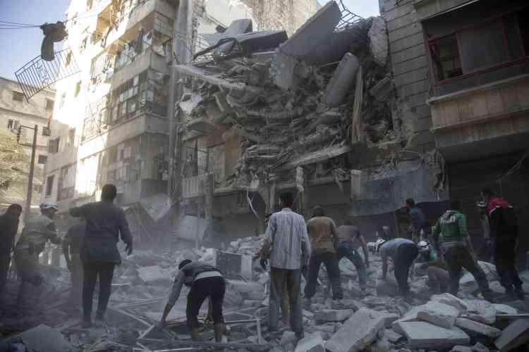 L'armée syrienne a pris le contrôle d'un district tenu par les rebelles dans le centre d'Alep, après des jours de frappes aériennes qui ont tué des dizaines de personnes et suscité des allégations de crimes de guerre.