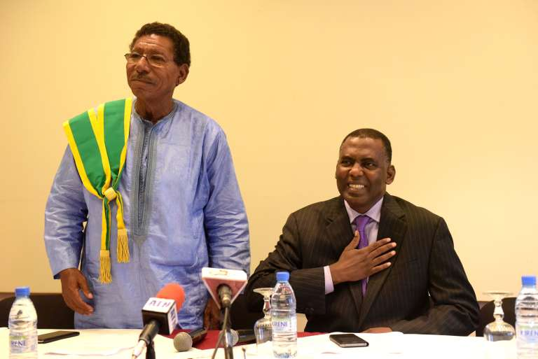 Le sénateur mauritanien Youssou Sylla et le militant anti-esclavagisme mauritanien Biram Dah Abeid, le 29 septembre 2016 à Dakar.