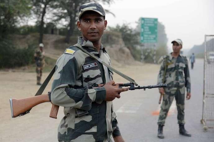 Des soldats indiens, le 29 septembre à la frontière avec le Pakistan.