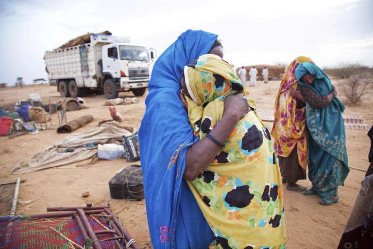 Juillet 2016, retrouvailles après l'exil. Des femmes revienennt dans leur village de Sehjanna après en avoir été chassées par la guerre au Darfour.