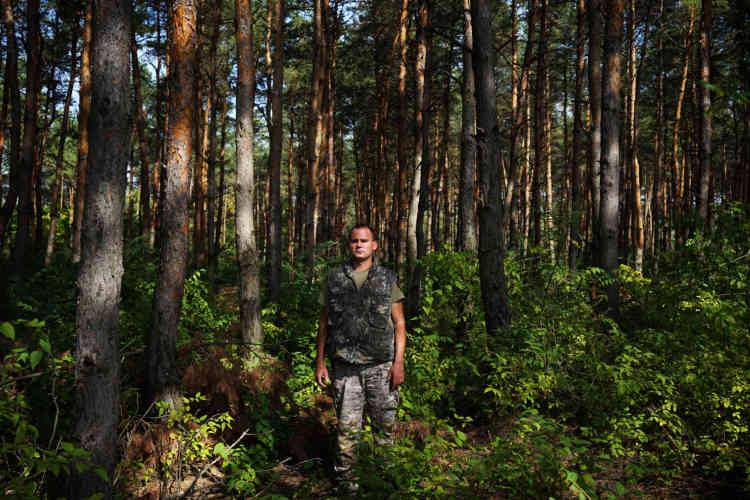 Le garde champêtre hongrois Szalma Tamàs a récemment découvert trente et un migrants illégaux dans la forêt.