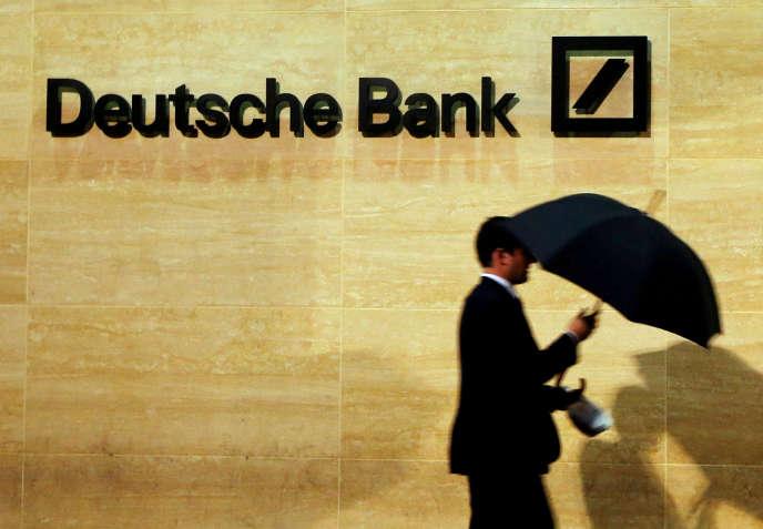 Jeudi, l'information selon laquelle une dizaine de fonds spéculatifs ont commencé à réduire leur exposition à Deutsche Bank, a causé une petite panique à Wall Street.