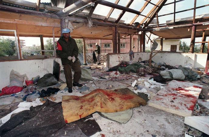 Pour beaucoup de Libanais, le nom de Shimon Peres reste attaché au bombardement par Tsahal d'un centre de l'ONU dans le sud du pays, à Cana, qui avait tué 106 réfugiés en 1996.