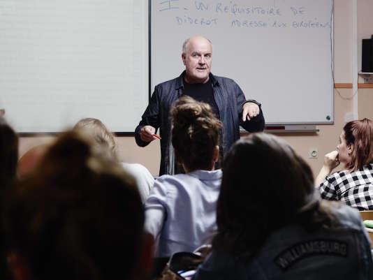 Jean-Michel Le Baut, en cours dans sa classe de première au lycée de l'Iroise, àBrest, en septembre 2016.