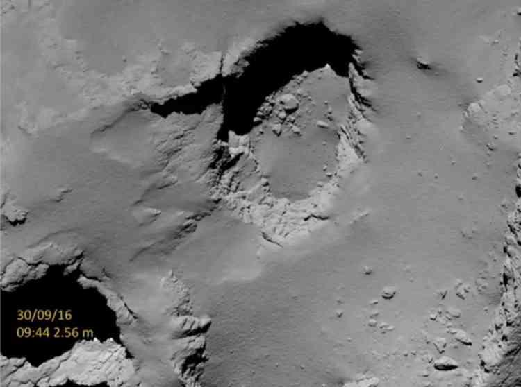 Une photo du site où Rosetta est censée avoir atterri vendredi 30 septembre. La sonde n'a pas été conçue pour se poser en douceur, et donc pour fonctionner après avoir percuté« Tchouri».