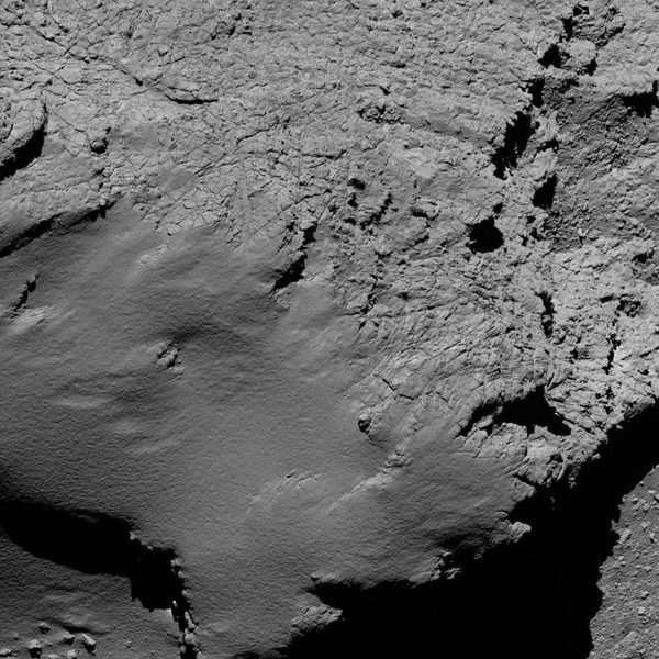 Une photo de la comète prise à 8,9 kilomètres de la surface.En percutant« Tchouri» vendredi30septembre, Rosetta achève une mission de douze ans et demi, depuis son départ qui l'a menée jusqu'à cette comète, qui était aujourd'hui à 700 millions de kilomètres de la Terre.
