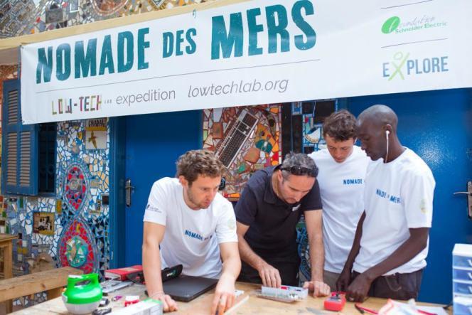 L'équipe de l'expédition «Nomade-des-Mers» devrait naviguer autour du monde jusqu'en 2019,à la recherche de solutions inventives pour améliorer le quotidien à moindre coût.