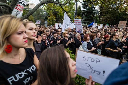 Manifestation de protestation contre les décisions anti-avortement prises par le gouvernement polonais le 1er octobre 2016.