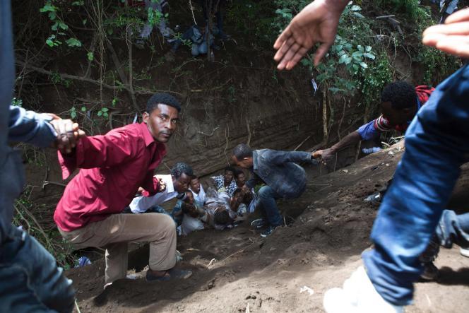 Plusieurs dizaines de personnes sont mortes, le 2 octobre, lors du festival Irreecha, une fête traditionnelle oromo, à Bishoftu, au sud-est d'Addis-Abeba, en Ethiopie.Des dizaines de personnes sont tombées dans un fossé, et seraient mortes piétinées ou noyées.