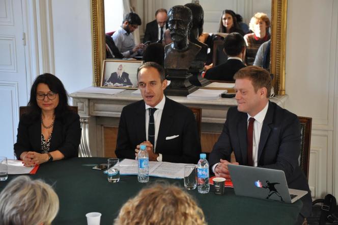 Lundi 3octobre, Frédéric Mion, président de SciencesPo, présente le projet d'«Ecole du management de l'innovation» entouré de ses deux futurs codirigeants, Marie-Laure Djelic et Benoît Thieulin.