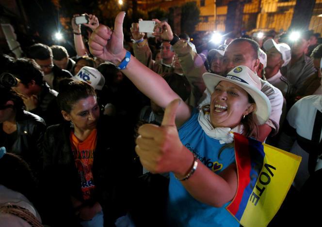 Les partisans du« non» au référendum ont célébré les résultats à Bogota, le 2 octobre.