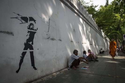Un graffiti sur un mur de l'université de Thammasat, le 30 septembre.