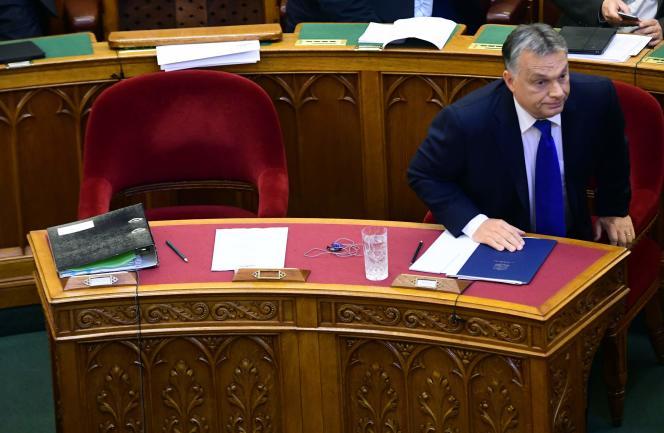 Le premier ministre, Viktor Orban, avant son discours devant le Parlement, à Budapest, lundi 3octobre, à la suite du référendum antimigrants dimanche.