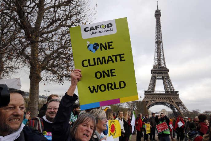 Des manifestants à Paris lors de la conférence sur le climat (COP21), le 12 décembre 2015.