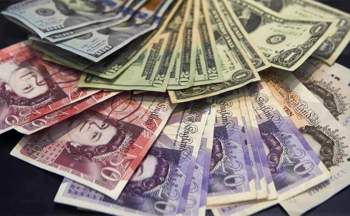 La monnaie britannique est tombée le 7 octobre dans les échanges asiatiques à un nouveau plus-bas en trente et un ans face au dollar et en sept ans face à l'euro.