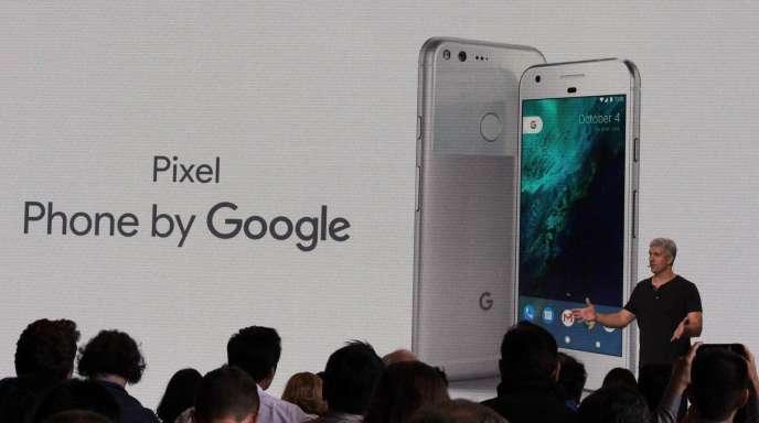 Rick Osterloh, de Google, présente le nouveau Pixel à San Francisco, Californie, le4octobre2016.