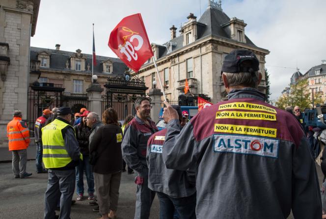 «La tension entre l'économique et le social est supposée se dissoudre dans la propriété du capital. Force est de constater qu'il n'en est rien» (Photo: manifestation à Belfort, le 4 octobre).