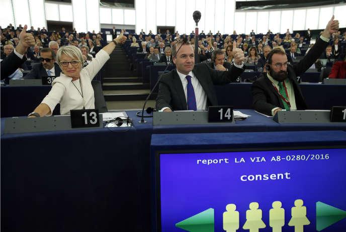 En présence du Secrétaire général de l'ONU Ban Ki-Moon, les législateurs européens ont voté mardi par 610 contre 38 et 31 abstentions l'accord visant à limiter le réchauffement climatique.