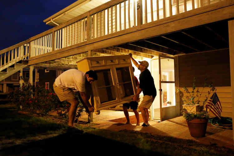 L'ouragan s'approche désormais de la côte est des Etats-Unis. La gouverneure de l'Etat, Nikki, Haley, a ordonné l'évacuation des côtes à partir de mercredi.