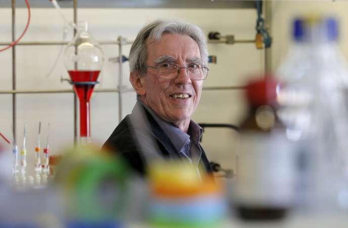 Le Prix Nobel de chimie Jean-Pierre Sauvage dans le laboratoire de l'université de Starsbourg le 5 octobre.