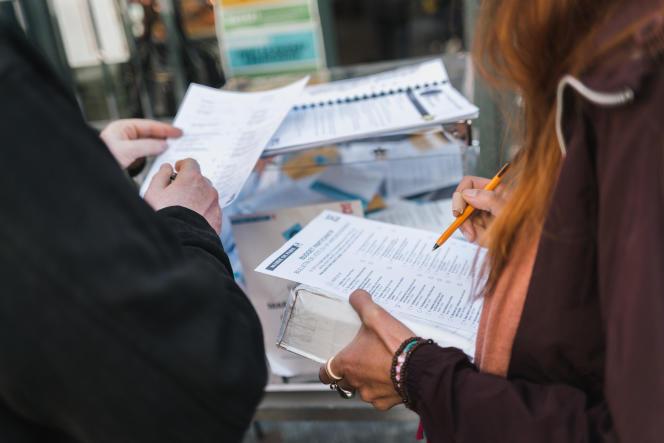 Dernier jour de vote pour le budget participatif, dans le 18e arrondissement de Paris, le 1er octobre.