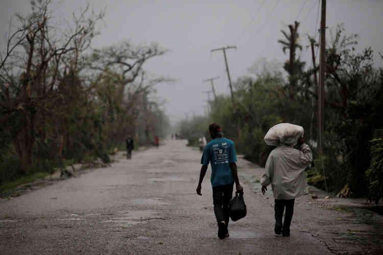 L'ouragan a frappé la ville de Les Cayes, à Haïti, avec des vents à plus de 220 km/h.Des dizaines de maisons ont été détruites.