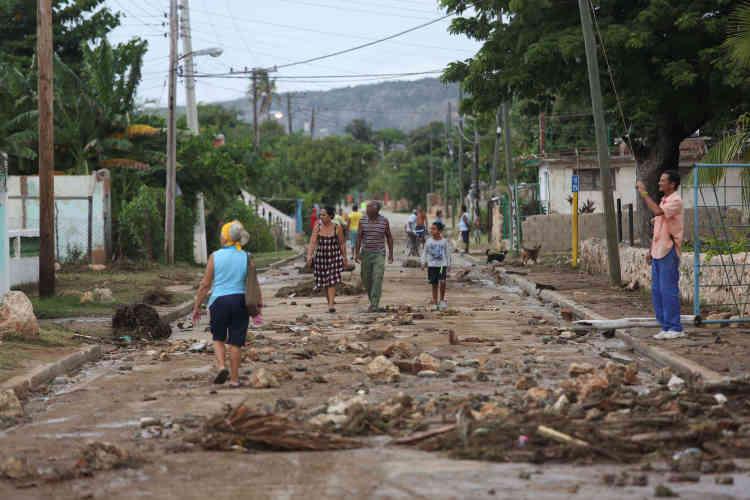 A Cuba, les autorités ont procédé ces derniers jours à l'évacuation de plus de 1 300 000 personnes. Matthew est le 12e ouragan d'importance à toucher Cuba depuis le début des années 2000.