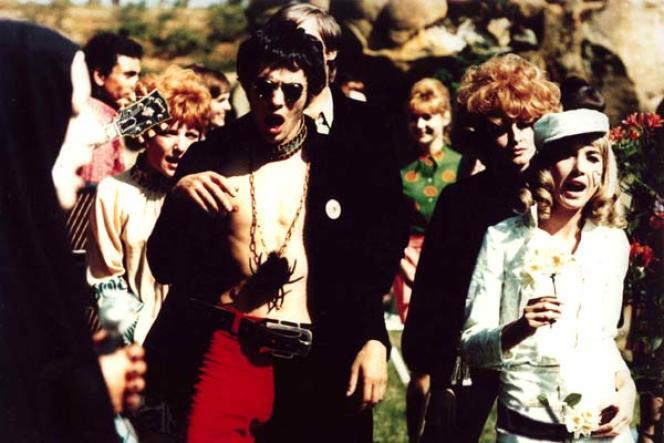 Pierre Clémenti etBulle Ogier dans le film français de Marc'O,« Les Idoles» (1968).