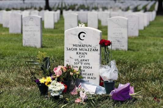 Par solidarité avec la communauté musulmane stigmatisée par Donald Trump, les visiteurs affluent sur la sépulture d'Humayun Khan, tombé en Irak.