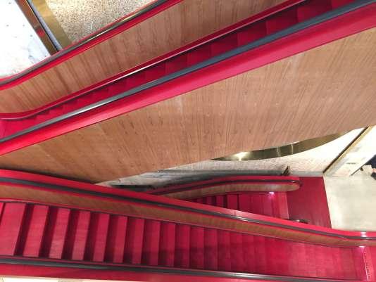 L'escalator de Rem Koolhaas tel un «tapis rouge mécanique».
