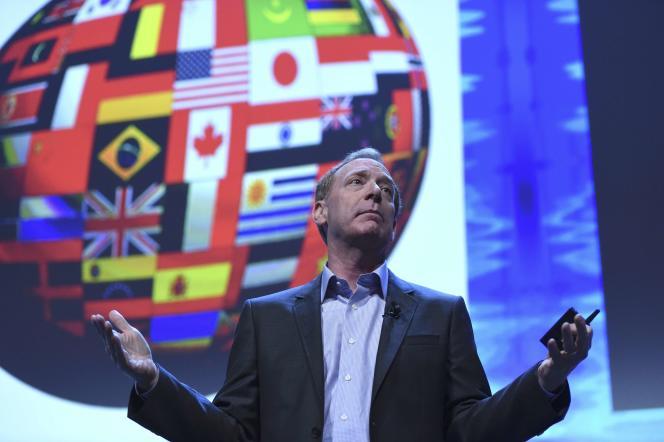Le directeur juridique de Microsoft, Brad Smith, lors d'une conférence à Dublin, en Irlande, lundi 3 octobre.