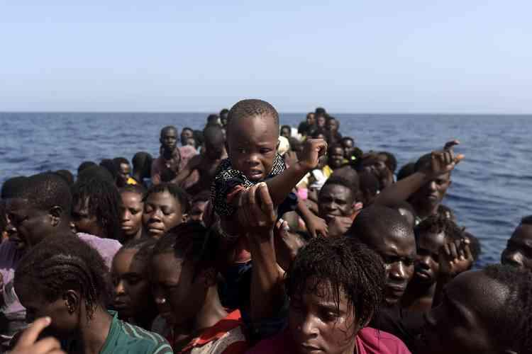 Vers 19 heures mardi, la moitié des opérations de sauvetage étaient terminées, pour un total de1800personnes secourues.