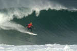 American professional surfer Kelly Slater competes in the men's qualifying series at the Quiksilver & Roxy Pro France 2016 surf competition on October 4, 2016 in Hossegor, southwestern France. / AFP / Iroz Gaizka
