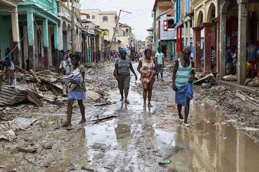 Dans la ville de Jeremie, dont 80% des bâtiments ont été détruits selon l'ONG Care.