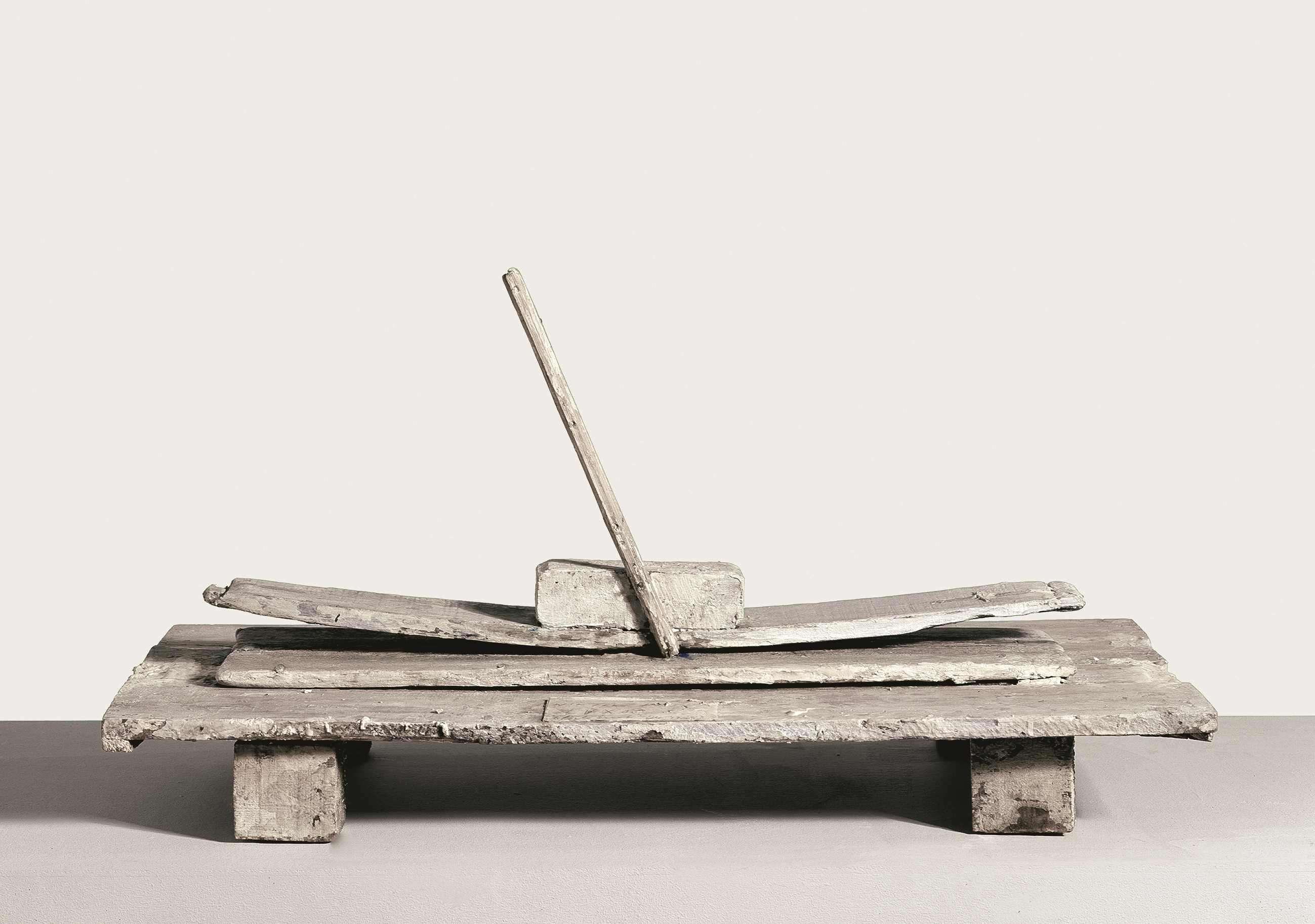 """«Les sculptures de Cy Twombly sont des assemblages d'objets de rebut réunis par un badigeon blanc. """"La peinture blanche est mon marbre"""", confiait Cy Twombly à l'historien de l'art, David Sylvester.»"""