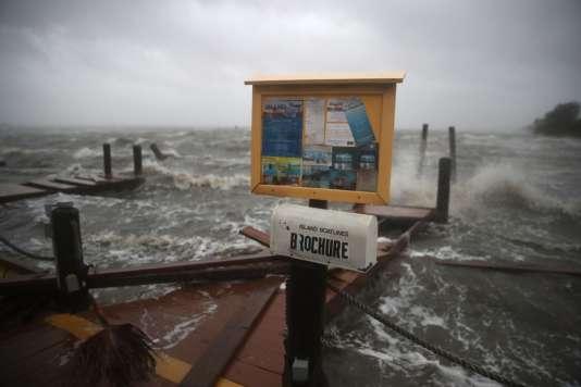 Cocoa Beach, en Floride, le 7 octobre, après l'ouragan Matthew.