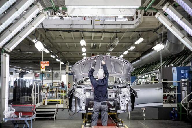 «Depuis la loi El Khomri du 8 août 2016, les entreprises peuvent négocier des accords d'entreprise dérogatoires aux accords de branche, ce qui donne une plus grande marge de manœuvre à l'entreprise pour fixer le temps de travail» (Photo: chaîne de montage de l'usineRenault de Douai (Nord). Le constructeur français y emploie 3800 personnes).